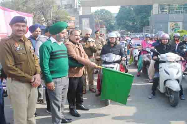 जालंधर में हुई सड़क सुरक्षा सप्ताह की शुरुआत, पुलिस ने दिया ट्रैफिक नियमों का पालन करने का संदेश