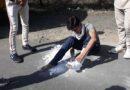 Video: देखें किस तरह मजदूर ने खुद काटा टूटे पैर का प्लास्टर और निकल पड़ा सैंकड़ों KM दूर अपने गांव