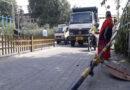 जालंधरः नगर निगम की गाड़ी ने टक्कर मार तोड़ा रेलवे फाटक, चालक फरार, रोकनी पड़ गई ट्रेन