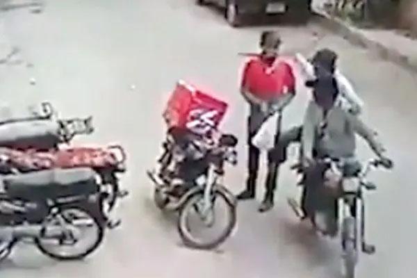 लुटेरों ने जब लौटा दिया लूट का सामान, VIDEO देख भावुक हो जाएंगे आप, जाते-जाते गले भी लगाया