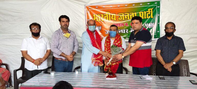 BJP मंडल 8 के अध्यक्ष अमित लुधरा ने मोहिंदर भगत और सुशील शर्मा को किया सम्मानित