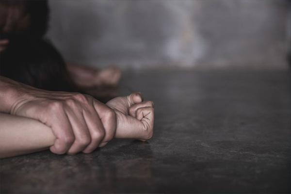 Read more about the article भाभी से झगड़ा कर गुस्से में घर छोड़ गई नाबालिग, मदद का भरोसा देकर कुछ ही घंटों में 6 लोगों ने किया गैंगरेप