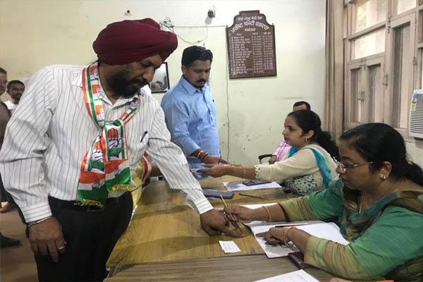 कांग्रेस प्रत्याशी बलविंदर धालीवाल ने किया चुनाव आचार सहिंता का उल्लंघन, नोटिस जारी