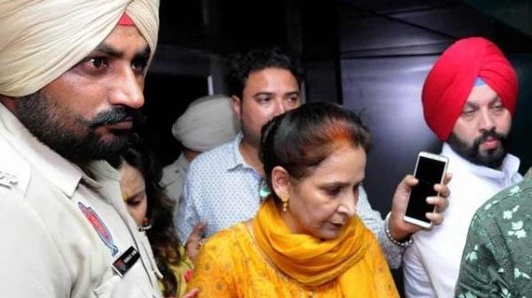 नवजोत सिंह सिद्धू की पत्नी नवजोत कौर ने छोड़ी कांग्रेस, कहा- अब पार्टी से कोई संबंध नहीं