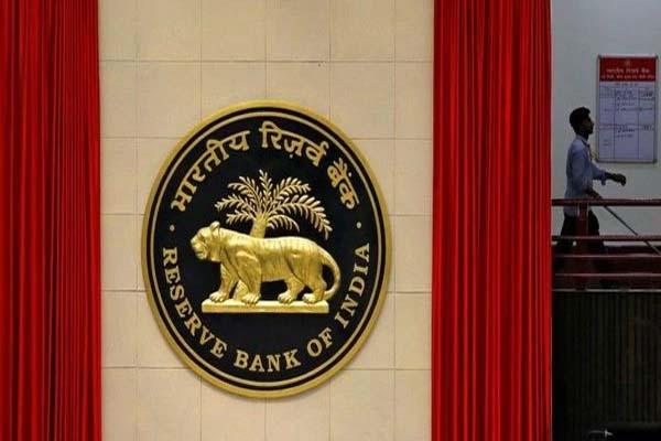 Read more about the article RBI ने Axis Bank पर लगाया 25 लाख का जुर्माना, जानें इसके पीछे की वजह