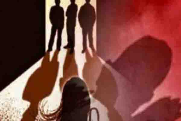 हैवानियतः मायके जा रही महिला से पति के सामने गैंगरेप, पैसे और गहने भी लूटे