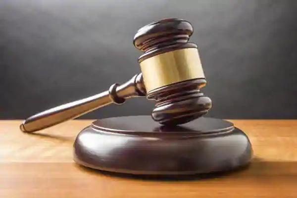 Read more about the article सोशल मीडिया पर पति की चैट शेयर करना पड़ा महंगा, कोर्ट ने पत्नी को सुनाई ये सजा