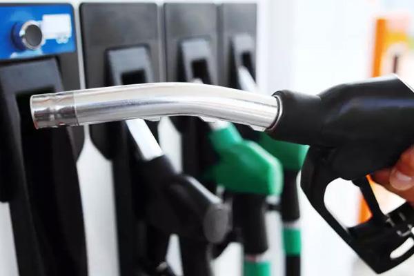 आम आदमी को फिर झटकाः आज लगातार 8वें दिन बढ़े पेट्रोल-डीजल के दाम; मुंबई में पेट्रोल की कीमत 95 रुपए के पार