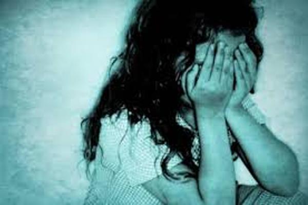 शर्मनाक: मां का साथ छूटते ही बेटी की इज्जत तार-तार, 13 साल की मासूम को पड़ोसी ने बनाया हवस का शिकार