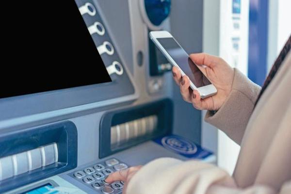 बैंक ग्राहकों को झटका: ATM कैश विद्ड्रॉल चार्ज, डेबिट और क्रेडिट कार्ड शुल्क बढ़ा- इस दिन से लागू होंगी नई दरें