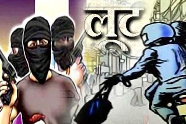 Read more about the article अमृतसर में बंदूर की नोक पर युवक से लूटे 1.70 लाख रुपए, CIA Staff बनकर दिया लूट को अंजाम