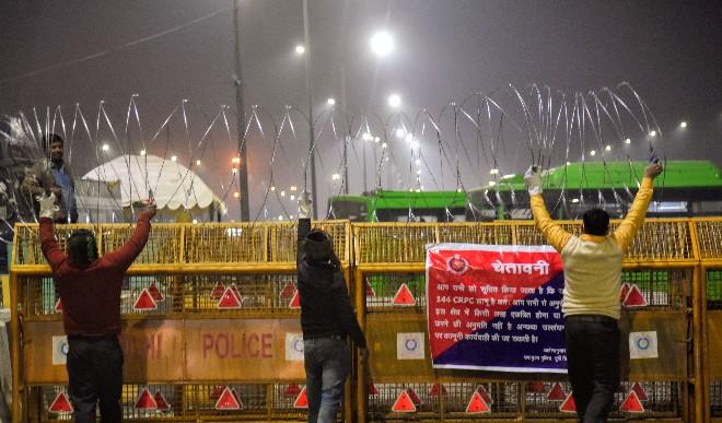 किसान आंदोलन: सिंघु, टिकरी गाजीपुर बार्डर के बाद अब दिल्ली के सीमावर्ती इलाकों में इंटरनेट सेवा पर लगा प्रतिबंध