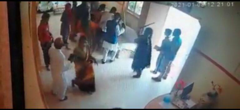 मुस्लिम बस्ती के गुंडों ने किया गुरुकुल में घुस कर लाठी डंडों से हमला. 20 लोगों पर FIR दर्ज. 8 गिरफ्तार – घटना CCTV में कैद – VIDEO देखें