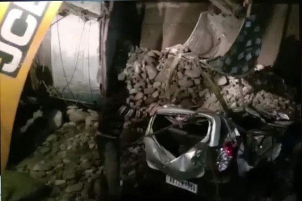 कोहरा बना काल, ट्रक और कई गाडि़यों में हुई भीषण टक्कर में 13 लोगों की दर्दनाक मौत