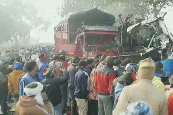 मुरादाबाद-आगरा हाइवे पर 3 गाड़ियों की भिड़ंत, 10 लोगों की दर्दनाक मौत; सीएम ने किया 2-2 लाख रुपए मुआवजे का ऐलान