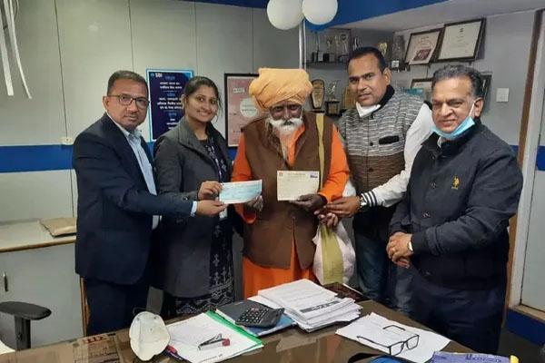 60 साल से गुफा में रह रहे इस साधू ने राम मंदिर के लिए दान दिए 1 करोड़ रुपए, बैंककर्मी हैरान