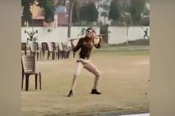 महिला पुलिसकर्मी ने 'पंजाब पुलिस सरदारा दे' गाने पर किया जबरदस्त भंगड़ा, Video देख आप भी हो जाएंगे फैन