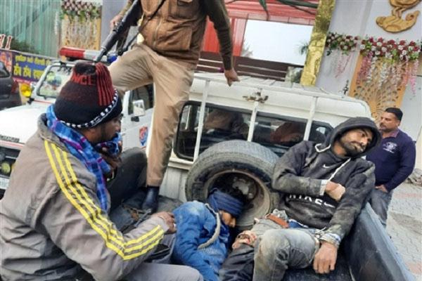तरनतारन: 2 लोगों को गोली मारकर पैलेस में दाखिल हुए लुटेरे, पुलिस से हुई भिड़ंत में एक की मौत, 4 घायल