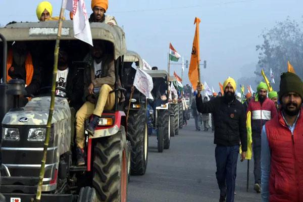 दिल्ली की सीमा पर 60 हजार से अधिक ट्रैक्टर और लाखों किसान मौजूद, हाईवे पर लगा 30 किलोमीटर लंबा जाम