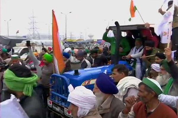 कृषि कानूनों के खिलाफ किसानों की ट्रैक्टर रैली शुरू, 60 हजार ट्रैक्टर शामिल होने का दावा- भारी संख्या में सुरक्षा बल तैनात