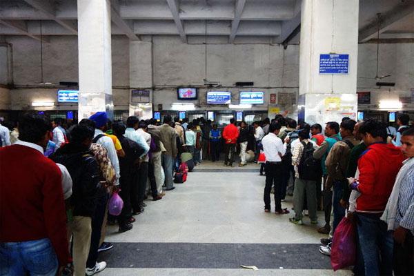 रेल यात्रियों के लिए बड़ी राहत, अब अपने मोबाइल से बुक कर सकेंगे जनरल टिकट