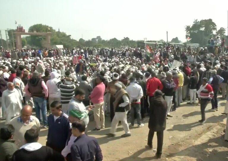 चक्का जाम: पंजाब-राजस्थान और महाराष्ट्र में सड़कों पर बैठे किसान, बेंगलुरु में हिरासत में लिए गए प्रदर्शनकारी