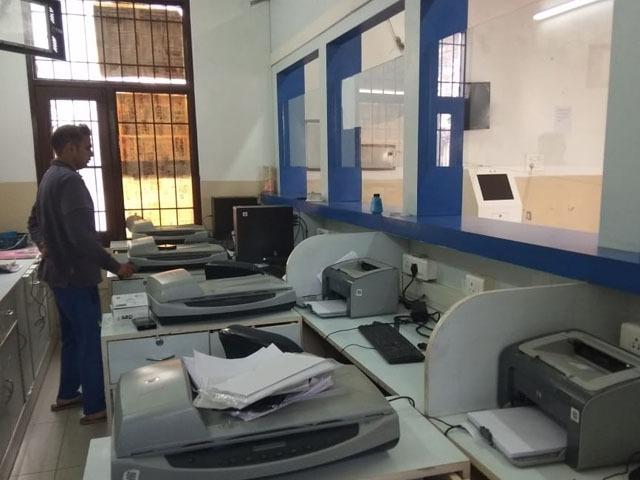 सेवा केंद्र को चोरों ने बनाया निशाना, आधार कार्ड मशीन समेत करीब दो लाख रुपए का सामान लेकर फरार