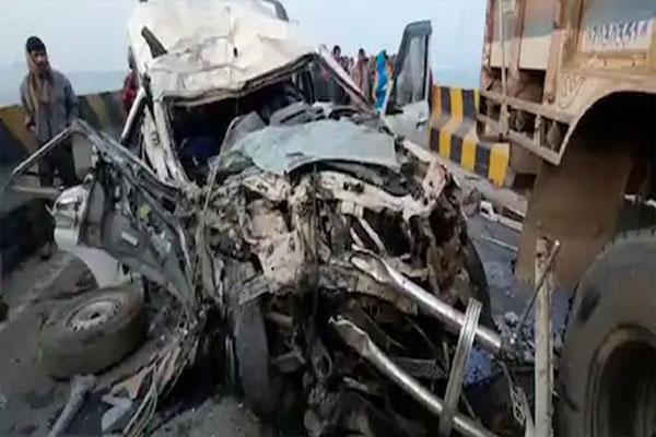 NH 31 पर ट्रक में जा भिड़ी तेज रफ्तार स्कोर्पियो, एक ही परिवार के 6 लोगों की दर्दनाक मौत, 3 की हालत गंभीर