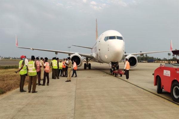 बड़ा हादसा टलाः लैंडिंग के दौरान पोल से जा टकराया एयर इंडिया का विमान, यात्रियों में मचा हड़कंप