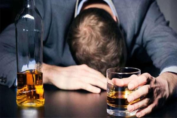 बुजुर्ग ने कबूल किया था 1.5 लीटर वोदका पीने का चैलेंज और फिर लाइव स्ट्रीमिंग के दौरान…