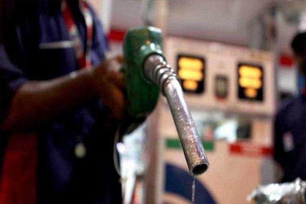 You are currently viewing पेट्रोल पंपों के सामने इस तारीख को प्रदर्शन करेगी कांग्रेस, तेल की कीमतों में हो रही बेतहाशा वृद्धि के खिलाफ लिया फैसला