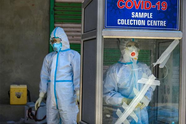 कोरोना के नए मामलों में गिरावट, 24 घंटों में 2.99 लाख लोग हुए ठीक