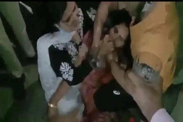 पंजाब पुलिस की धक्केशाही, राशन कार्ड को लेकर सवाल पूछने पर दंपत्ति को हिरासत में लिया- विरोध करने पर भाजपा नेत्री को भी नहीं छोड़ा- जमकर मचा बवाल