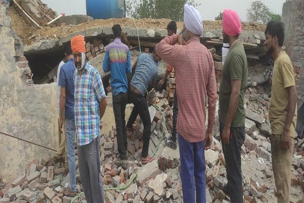 लुधियाना में बड़ा हादसा, तीन मंजिला फैक्ट्री गिरने से 3 मजदूरों की मौत- आसपास की दूसरी फैक्ट्रियां भी क्षतिग्रस्त; देखें मौके की तस्वीरें