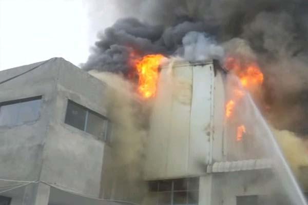 पंजाब में बादाम की फैक्ट्री में आग लगने से छत गिरी, इलाके में हड़कंप- दूर-दूर तक दिखाई दे रही थीं लपटें