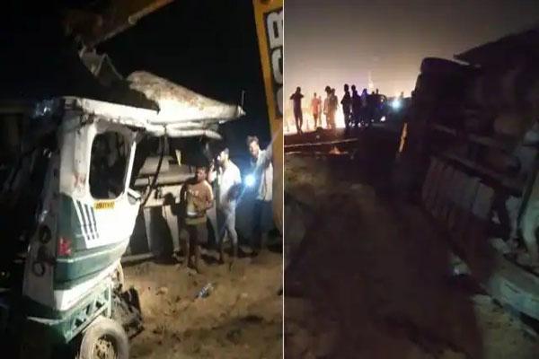 भयानक हादसा: भीषण टक्कर के बाद गहरे गड्ढे में पलट गई बस और टैम्पो, 17 लोगों की दर्दनाक मौत; PM Modi ने किया मुआवजे का ऐलान