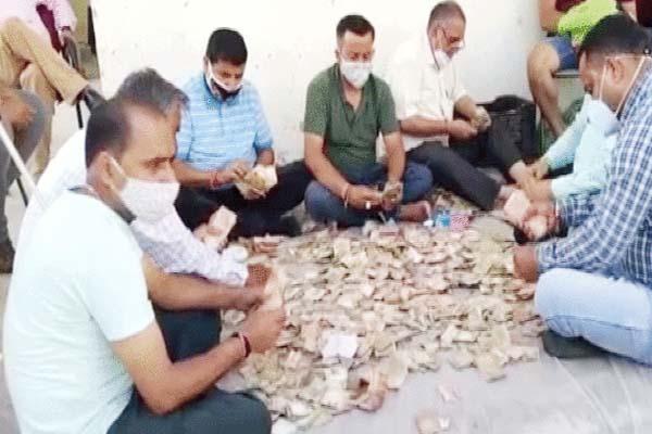भीख मांग-मांग कर भिखारिन बनी लखपति, झुग्गी से मिले इतने रुपए; गिनने-गिनते थक गए लोग
