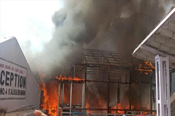 माता वैष्णो देवी भवन के नजदीक लगी भीषण आग, दूर-दूर से दिखाई दे रही लपटें- 2 लोग घायल
