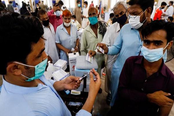 Read more about the article स्वास्थ्य मंत्री ने जारी किया फरमान, टीका लगवाएं नहीं तो ब्लॉक होगा सिम कार्ड