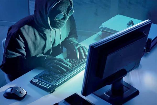 20 करोड़ के साइबर फ्रॉड गिरोह का पर्दाफाश,18 राज्यों में फैला है नेटवर्क, 300 मोबाइल-10 लाख नगद जब्त