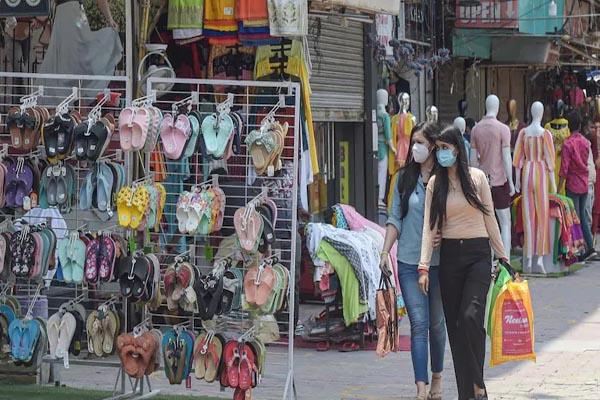 दिल्ली में आज से खुलेंगे रेस्टोरेंट, वीकली मार्केट, मॉल्स और दफ्तर, जानिए किन चीजों पर रहेगी पाबंदी