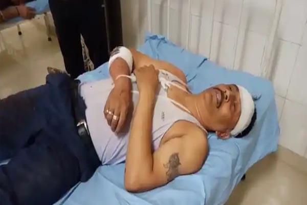 बेटी से छेड़छाड़ करने वालों के खिलाफ शिकायत करने वाले पिता पर तेजधार हथियारों से हमला, पीड़ित सिविल अस्पताल में भर्ती- पुलिस पर ठोस कार्रवाई न करने का आरोप