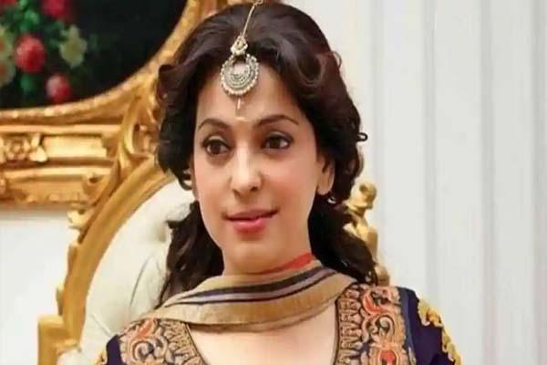 अभिनेत्री जूही चावला को दिल्ली हाईकोर्ट ने लगाया 20 लाख का जुर्माना, जानें क्या है पूरा मामला