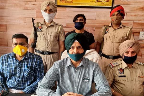 लुधियाना में पुलिस की STF टीम को बड़ी कामयाबी, साढ़े 6 करोड़ रुपए की हेरोइन के साथ तस्कर गिरफ्तार