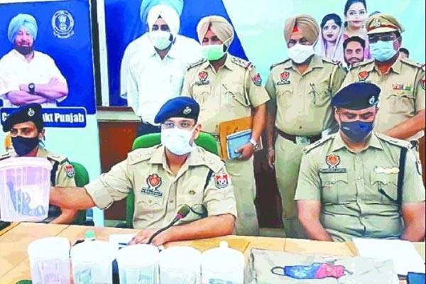 पंजाब में 5 खतरनाक लुटेरे गिरफ्तार, कई राज्यों में पुलिस की वर्दी में दे चुके हैं 30 से ज्यादा वारदातों को अंजाम