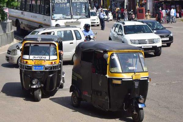 पंजाब में आटो चालकों को परिवहन मंत्री ने दी बड़ी राहत, पढ़ें..