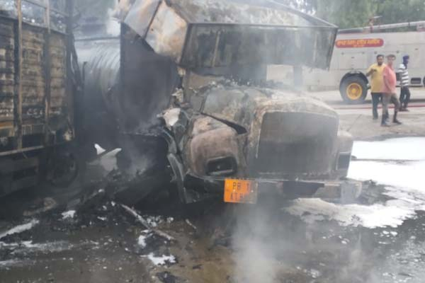 पंजाब में तेजाब और शराब से भरे टैंकरों की आपस में जबरदस्त भिड़ंत, आग लगने से जिंदा जला चालक