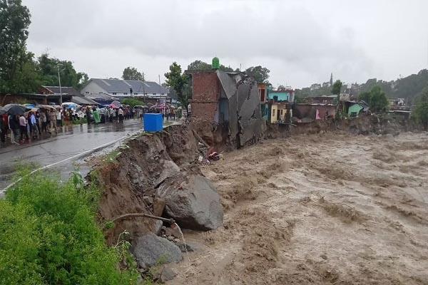 हिमाचल में बारिश-बाढ़ से भारी नुकसान, जनजीवन हुआ अस्त व्यक्त- तस्वीरों में देखें तबाही का मंजर