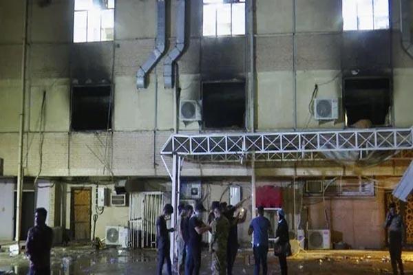 बड़ी खबर: कोरोना अस्पताल में ऑक्सीजन टैंक फटने से जबरदस्त विस्फोट, जलते हुए शवों को निकाला गया बाहर- 39 लोगों की दर्दनाक मौत
