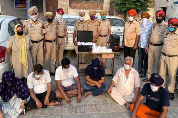 कपूरथला में 2000 और 500 के लगभग डेढ़ लाख रुपए के नकली नोट जब्त, तीन वाहन समेत 6 गिरफ्तार